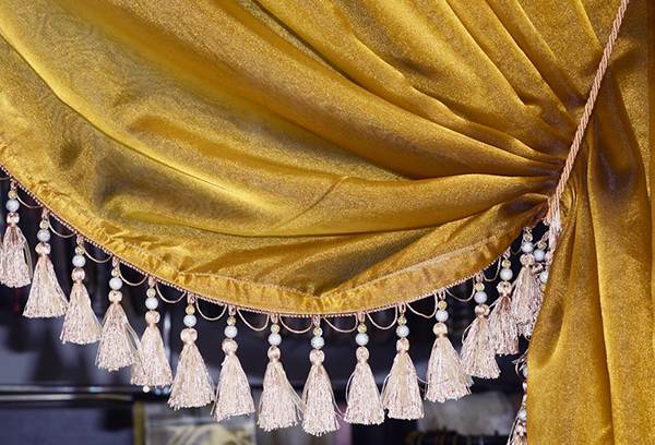 Синтетическая штора с кистями