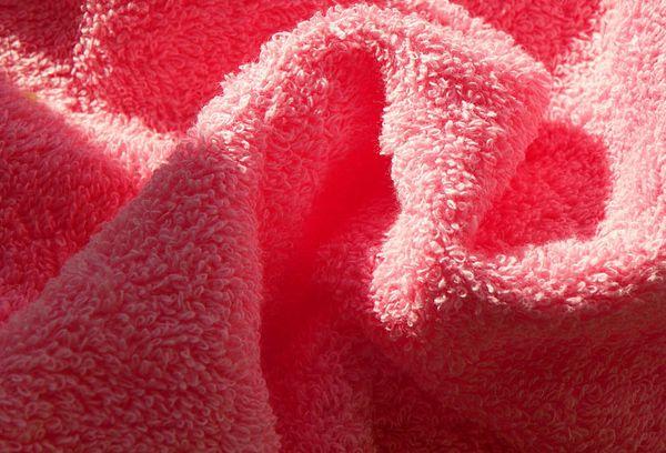 Махровое полотенце розовое