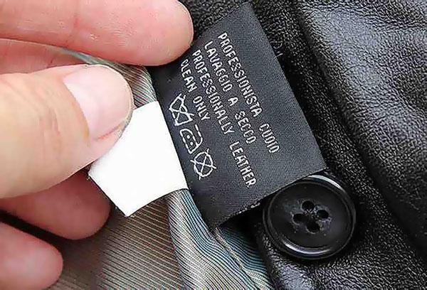 Ярлычок на куртке из искусственной кожи