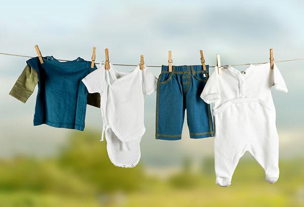 Сушка детской одежды на веревке