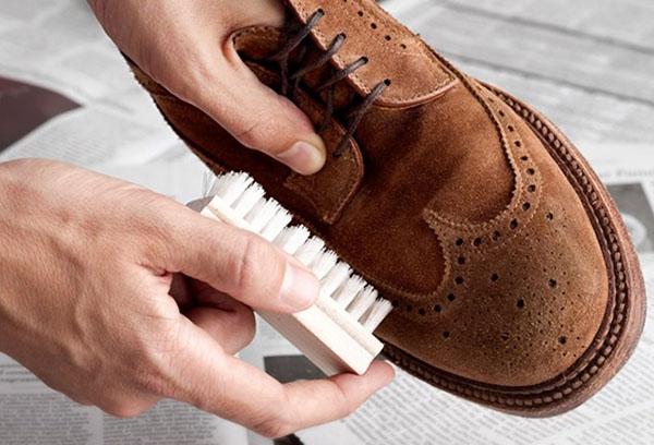 Чистка замшевых туфель