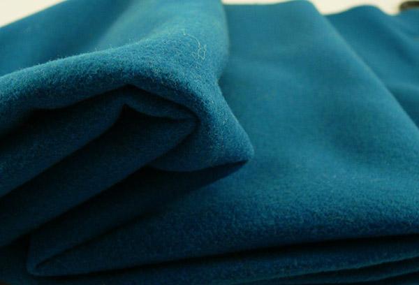 Отрез гладкокрашеной шерстяной ткани