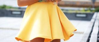 Желтая мини-юбка