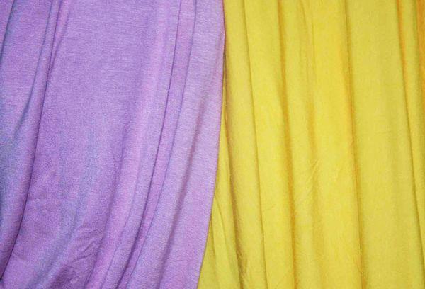 Желтая и сиреневая ткань