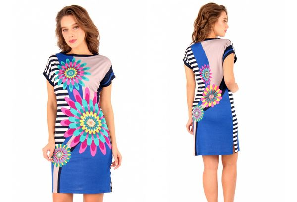 Девушка в платье с цветочками