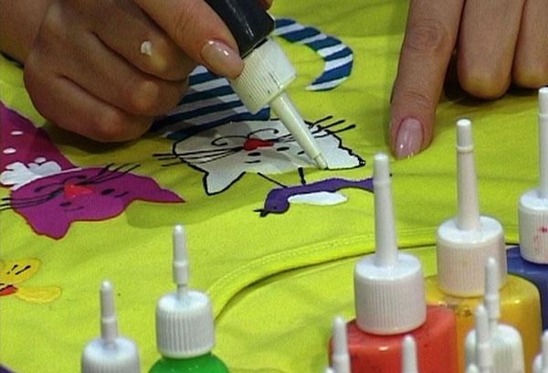 Контур в росписи по ткани