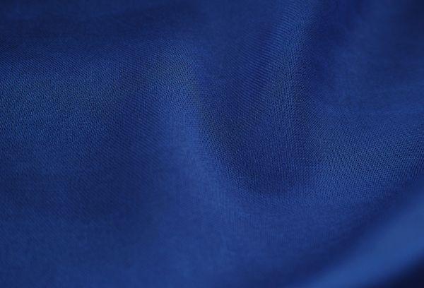Синяя сатиновая ткань