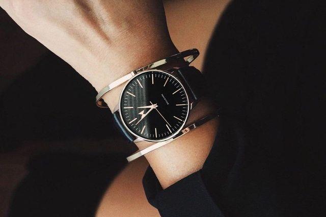 Черные часы для девушек
