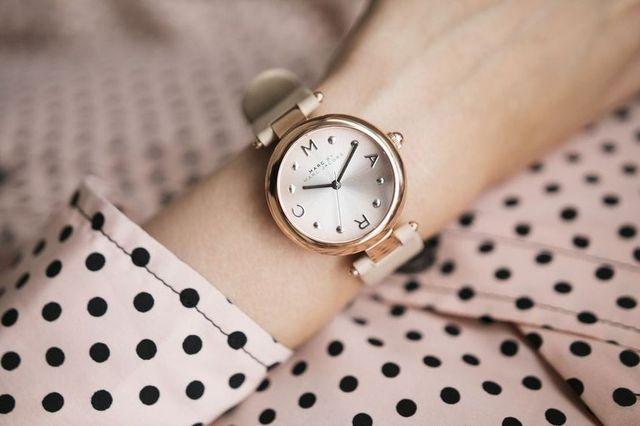 Женские часы на какой руке носят