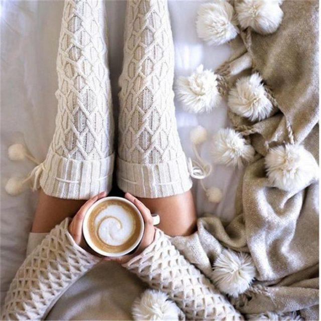 белые вязанные чулки