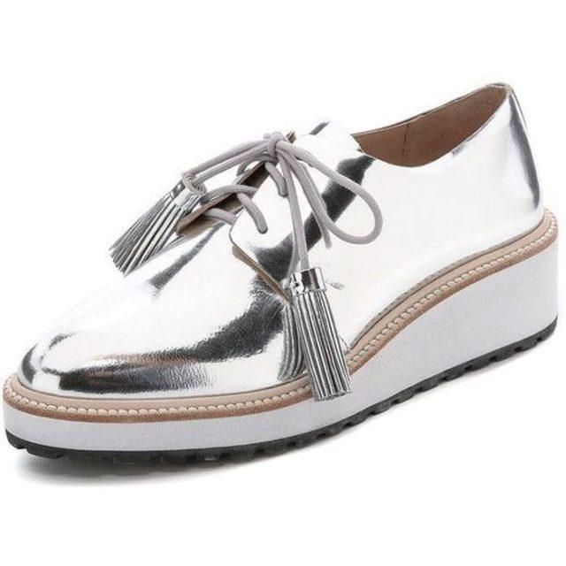 Обувь с эффектом металлик