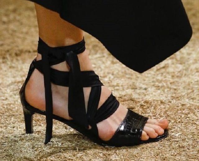 Женская обувь со жгутами