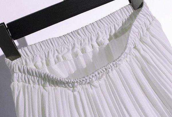 Гофрированная юбка на вешалке