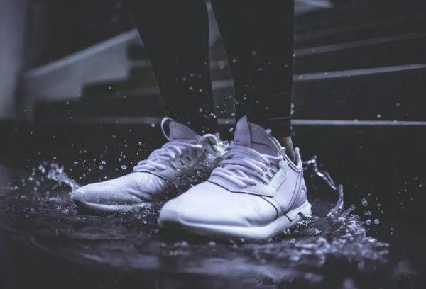 Промокшие кроссовки