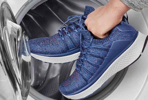 Чистка синих кроссовок в стиральной машине