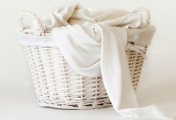 корзина с постельным бельем