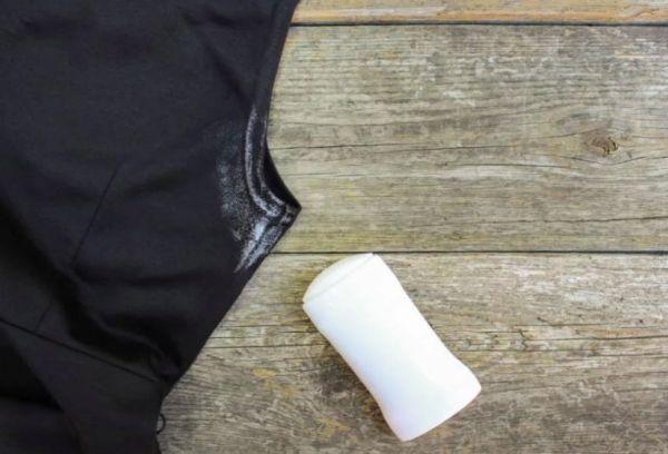 Как удалить с одежды пятно от дезодоранта