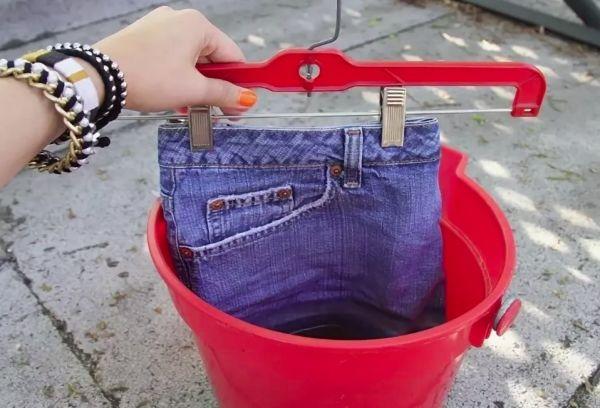 Замачивание джинсов в растворе