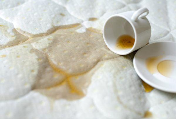 Пролилось кофе на постельное белье