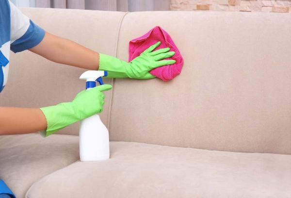 Очищение дивана от пятен