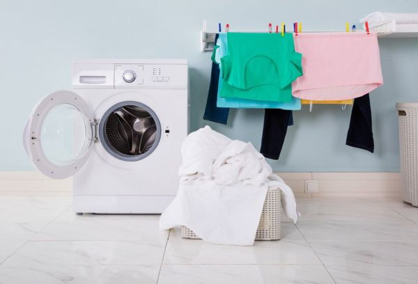 Как вывести трудновыводимые пятна с одежды в домашних условиях