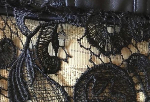 Дырка на гипюровом платье