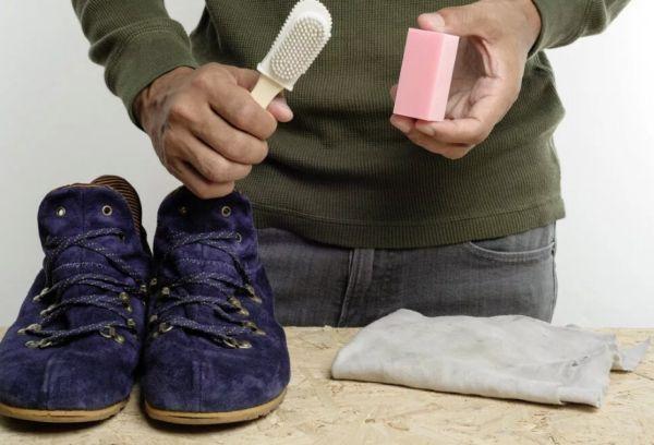 Ластик и щетка для чистки обуви