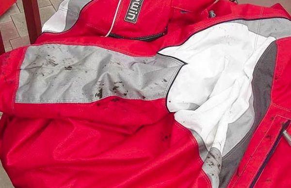Пятна от мазута на куртке