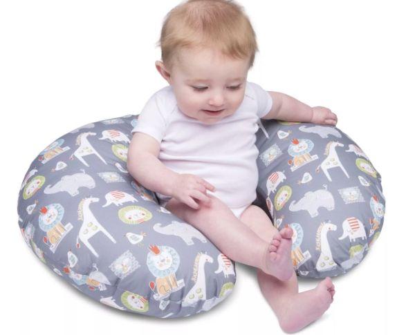 Мальчик в подушке