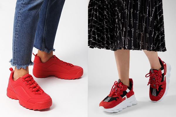 Красные кроссовки в тандеме с джинсами и с юбкой