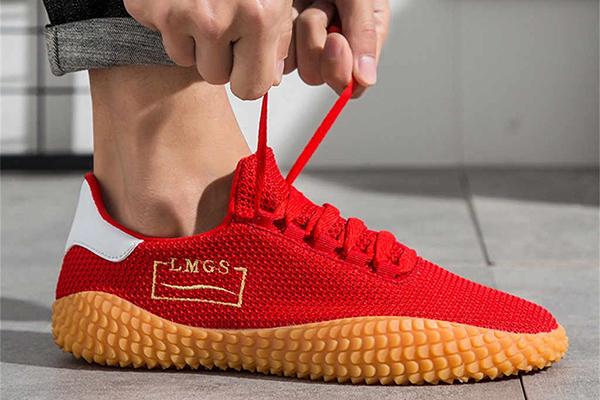Мужские красные кроссовки