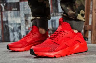 Красные кроссовки с камуфляжными штанами