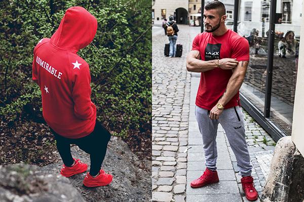 Мужские красные кроссовки с вещами спортивной тематики
