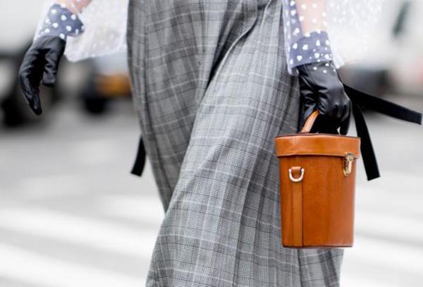 Длинная юбка и сумка-бочонок
