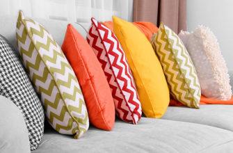 Декоративные подушки в ярких чехлах