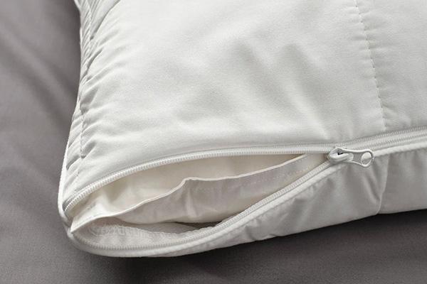 Подушка в наволочке