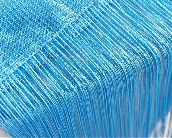 Голубые нитяные шторы