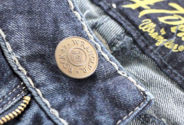 Пришиваем пуговку на джинсы